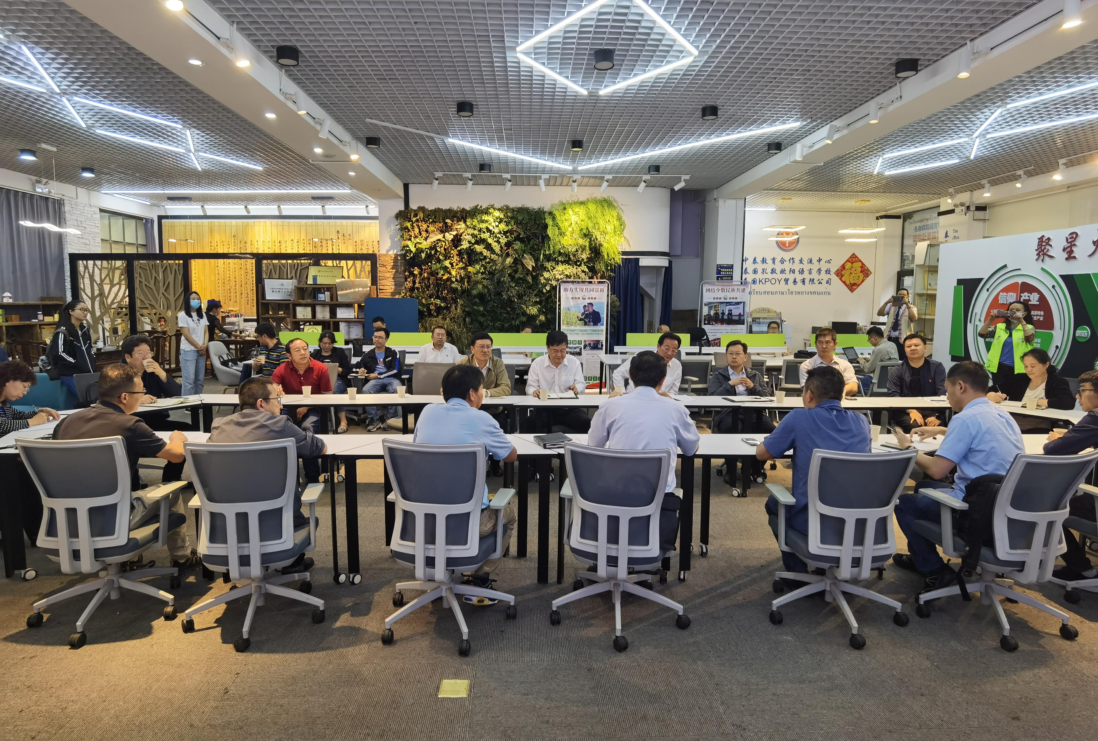 昆明市人大常委会zhurenla玛·xing高一行调研指导wo院产教lian盟平台